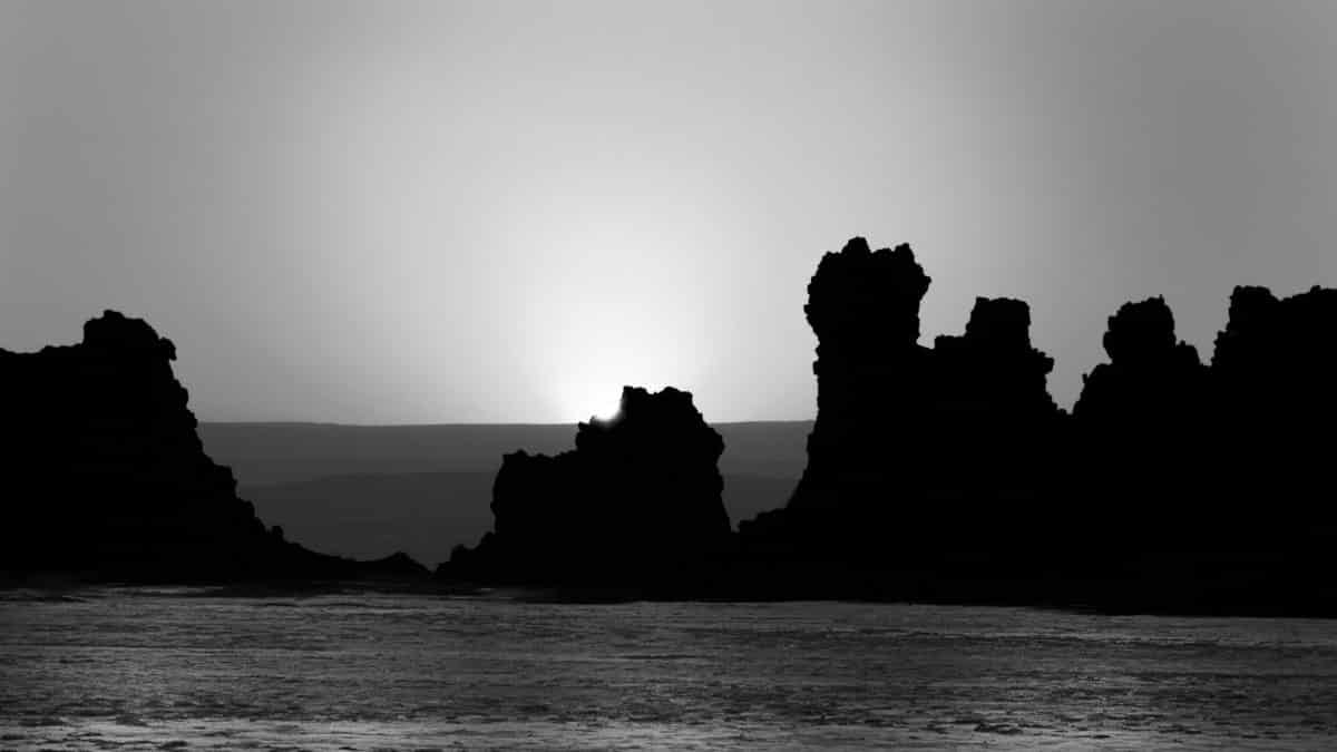 Lever de soleil – lac abbe – djibouti by Olivier Bezombes